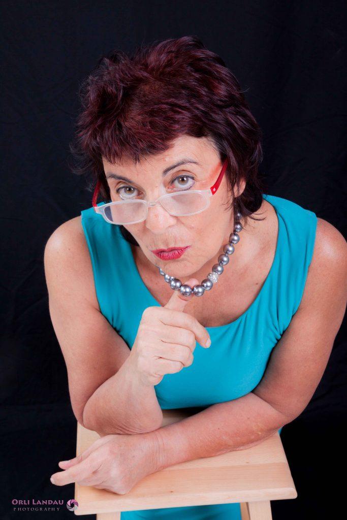 עדנה קנטי | יום האישה הבינלאומי הופעות או חוג בית לנשים. מספרת סיפורים / סטנדאפיסטית